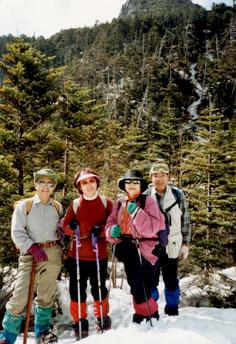 険しかった三ツ岳。真中に見える雪の白い道がルート